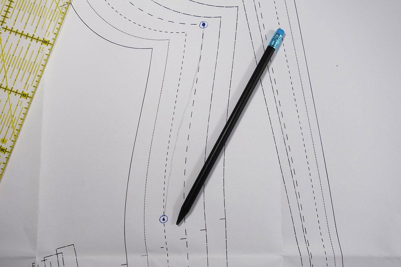 Schnittmuster-Punkte mit Bleistift kurvig verbinden