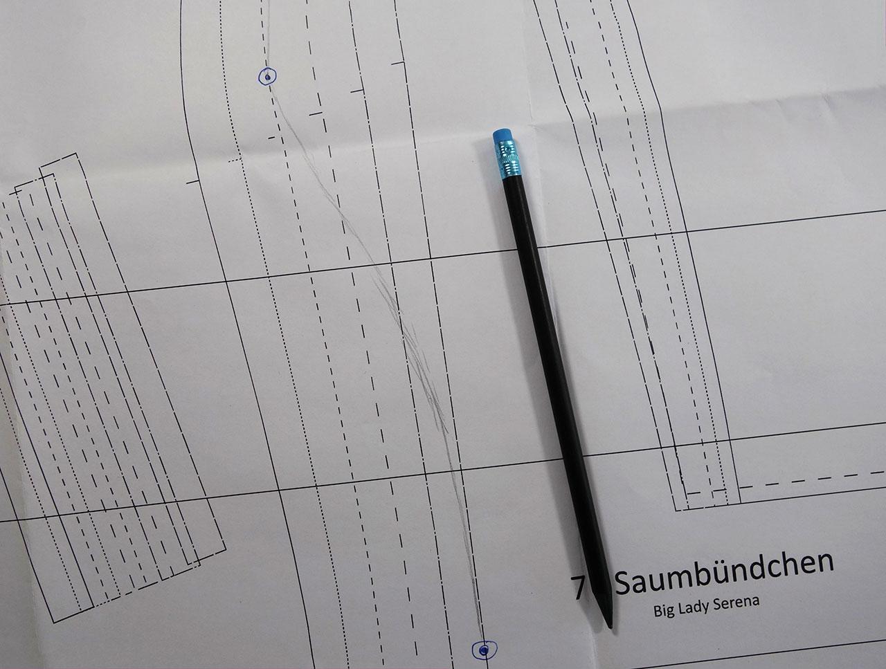 Bei einem Schnittmuster zwischen den Linien zeichnen