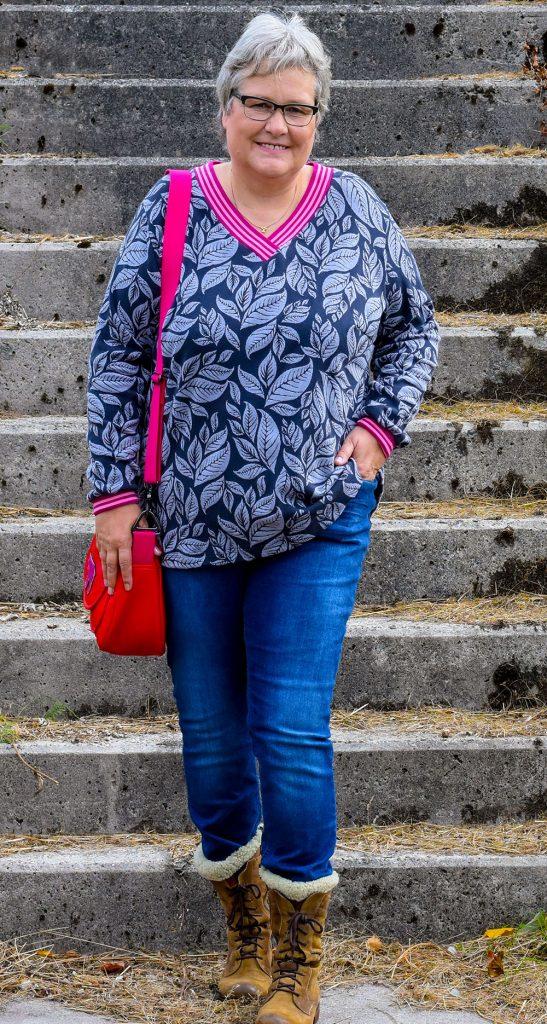 Blusenshirt mit V-Ausschnitt mit breitem Bündchen