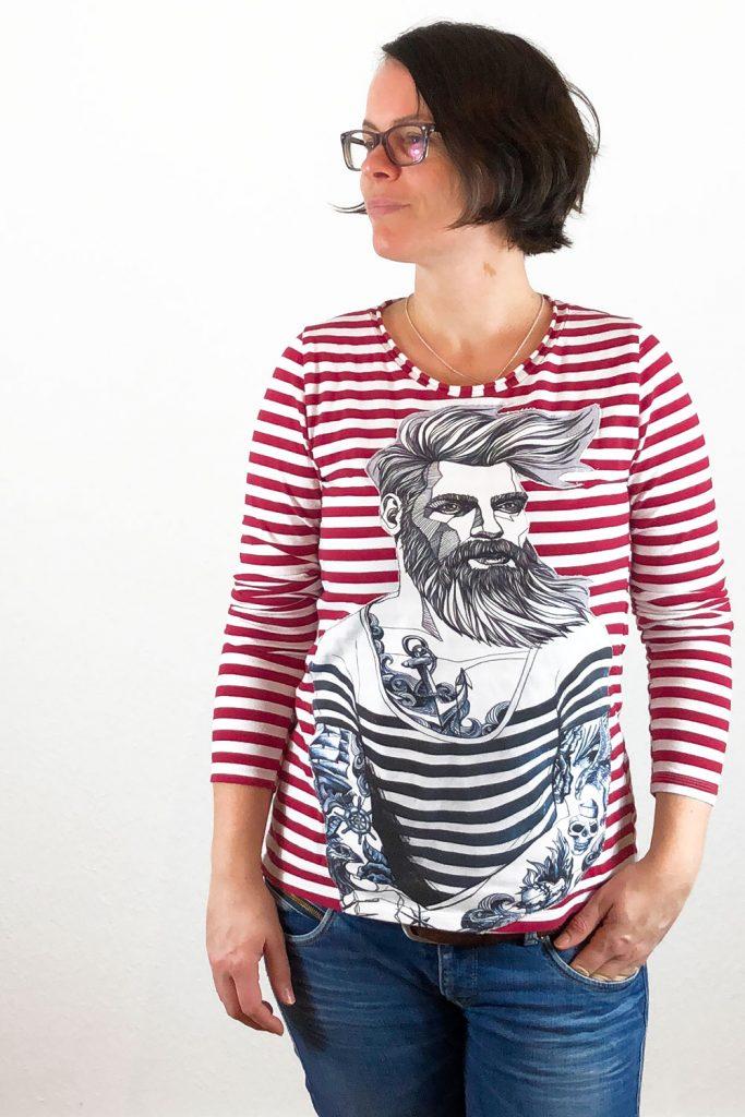 Shirts mit großen Motiven verzieren.